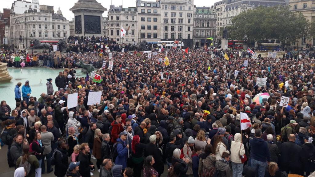 διαδηλώσεις κατά των μέτρων προστασίας από τον κορονοϊό στη βρετανία