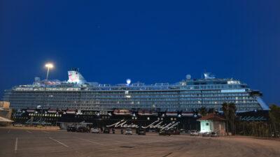 """Το Κρουαζιερόπλοιο """"Mein Schiff 6"""" στο λιμάνι του Πειραιά"""