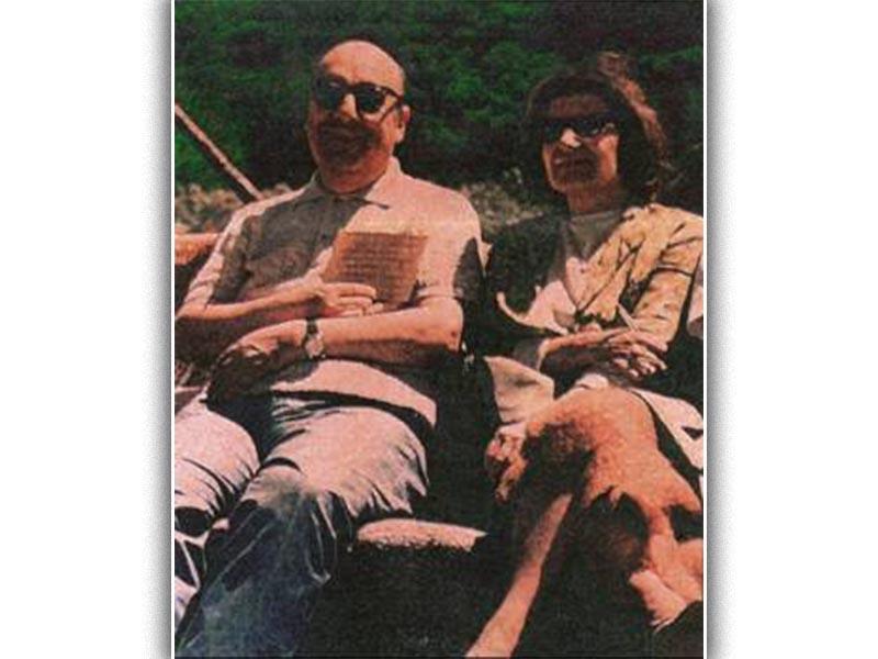 Ο ποιητής με τη Δανάη Στρατηγοπούλου, στο σπίτι του στην Ισλα Νέγκρα το 1966