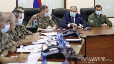 Ο Αρμένιος Πρωθυπουργός ενημερώνεται στο Υπουργείο Άμυνας