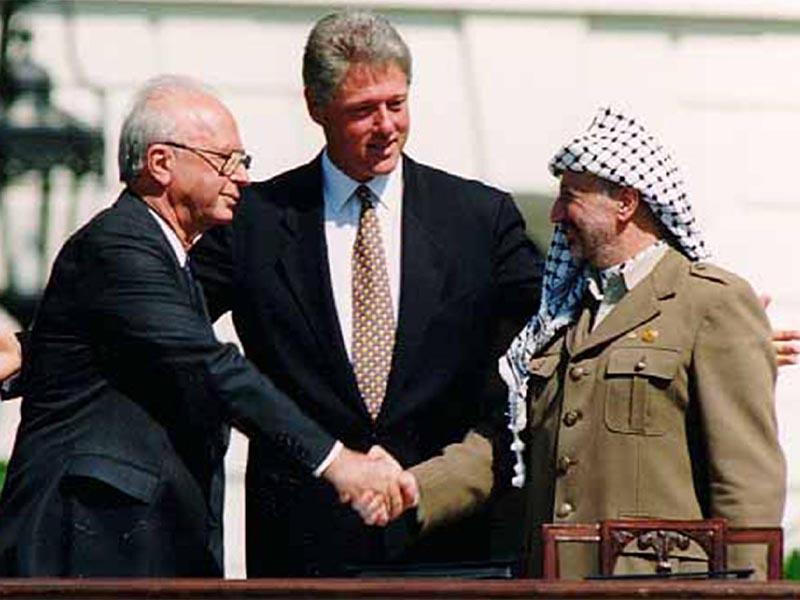 Ράμπιν και Αραφάτ υπό το βλέμμα του Κλίντον