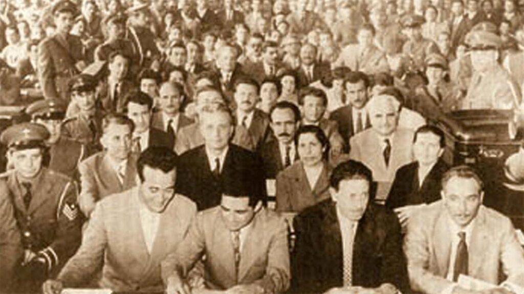 Ο Χαρ. Φλωράκης κατά την διάρκεια της μεγάλης δίκης μελών του ΚΚΕ