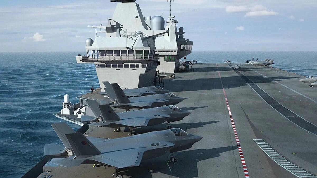 ο αεροπλανοφόρο HMS Queen Elizabeth του Βασιλικού Ναυτικού του Ηνωμένου Βασιλείου με τα F35 στο κατάστρωμα του