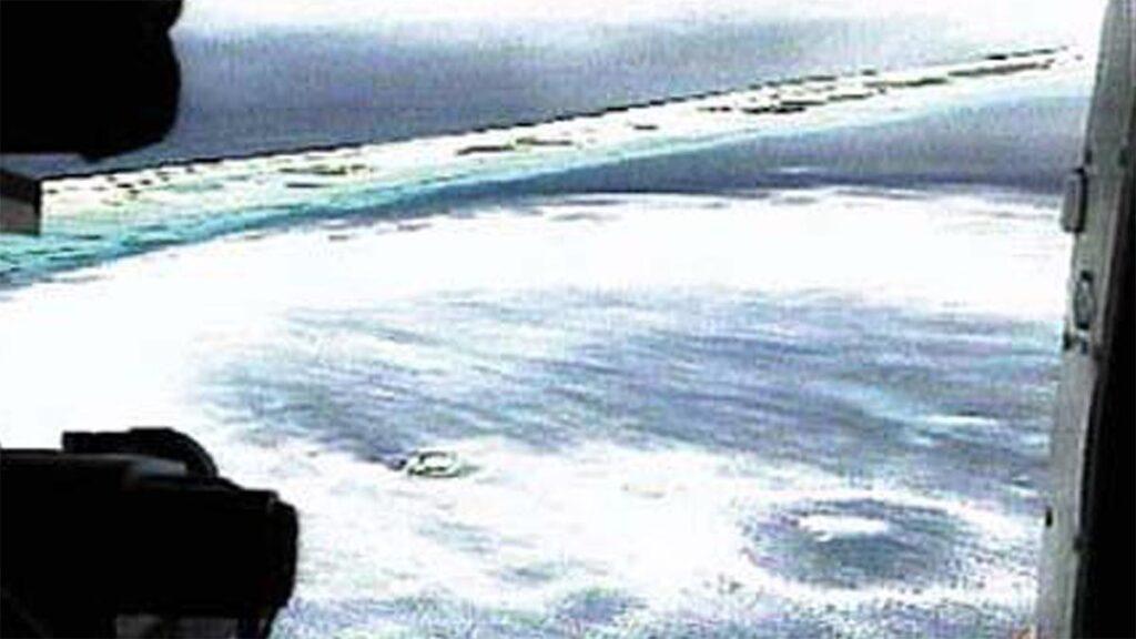 Η αφρισμένη θάλασσα λίγα λεπτά μετά την υποθαλάσσια πυρηνική έκρηξη