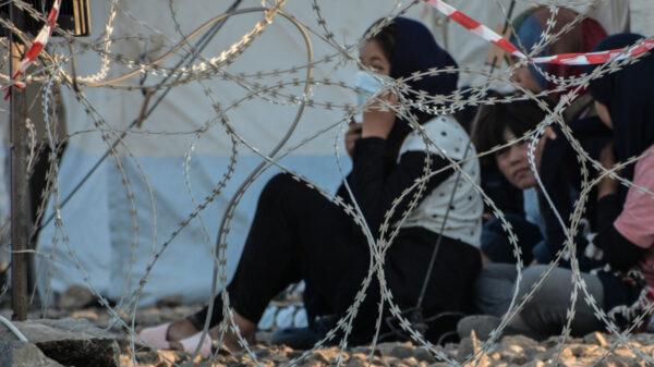 ΚΚΕ: Ερώτηση για την επικίνδυνη έκθεση στο μόλυβδο χιλιάδων προσφύγων και μεταναστών στο ΚΥΤ του Καρά Τεπέ
