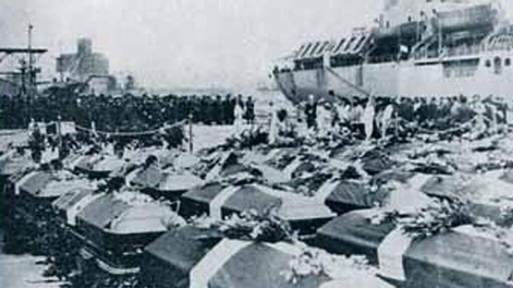Φέρετρα νεκρών Ελλήνων στρατιωτών επιστρέφουν από την Κορέα