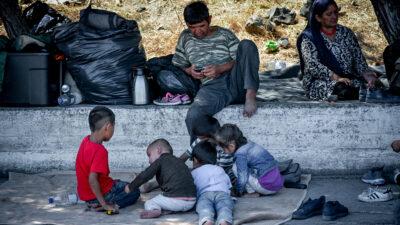 Μετανάστες - παιδιά στη Λέσβο μετά την πυρκαγιά στο στρατόπεδο της ΕΕ στη Μόρια