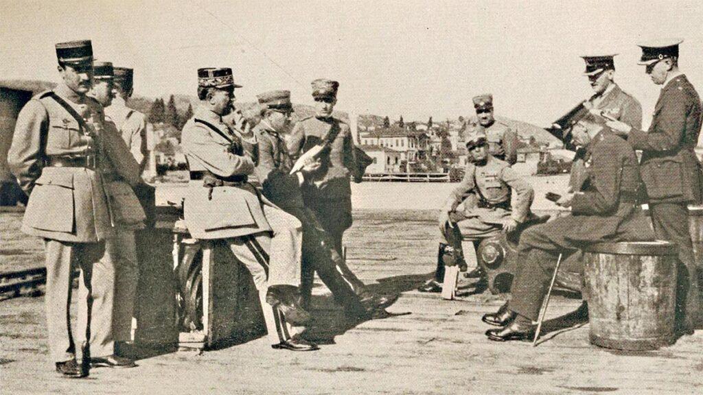 Οι στρατιωτικές αντιπροσωπείες Βρετανίας, Γαλλίας και Ιταλίας στην παραλία των Μουδανιών
