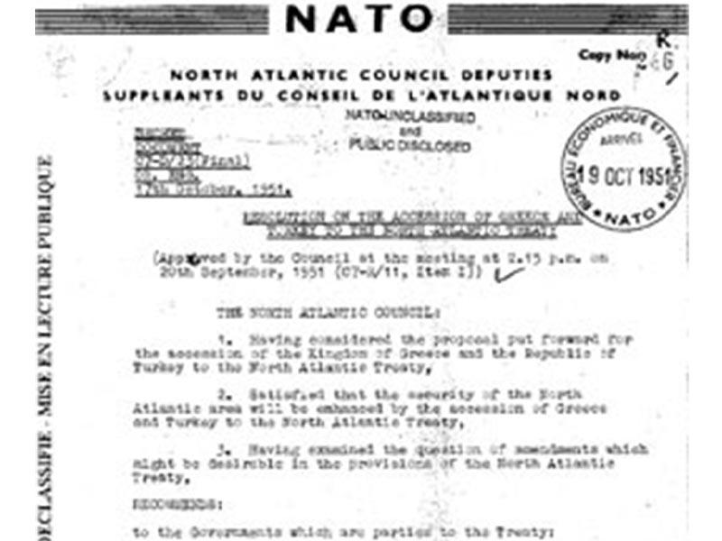 Το έγγραφο με την απόφαση της ένταξης της Ελλάδας και της Τουρκίας στο ΝΑΤΟ