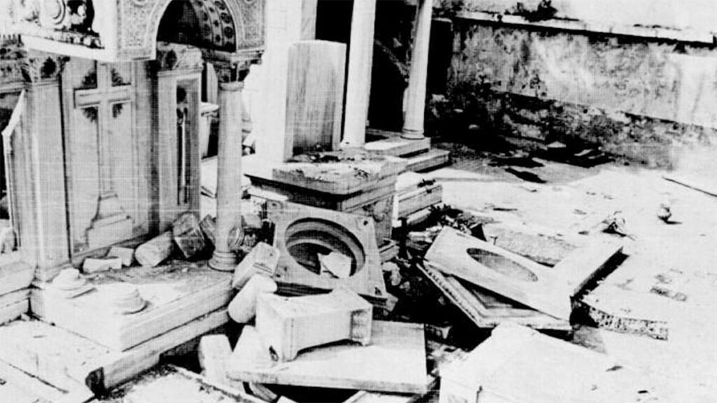 Συλημένο ελληνικό νεκροταφείο στην Κωνσταντινούπολη το 1955