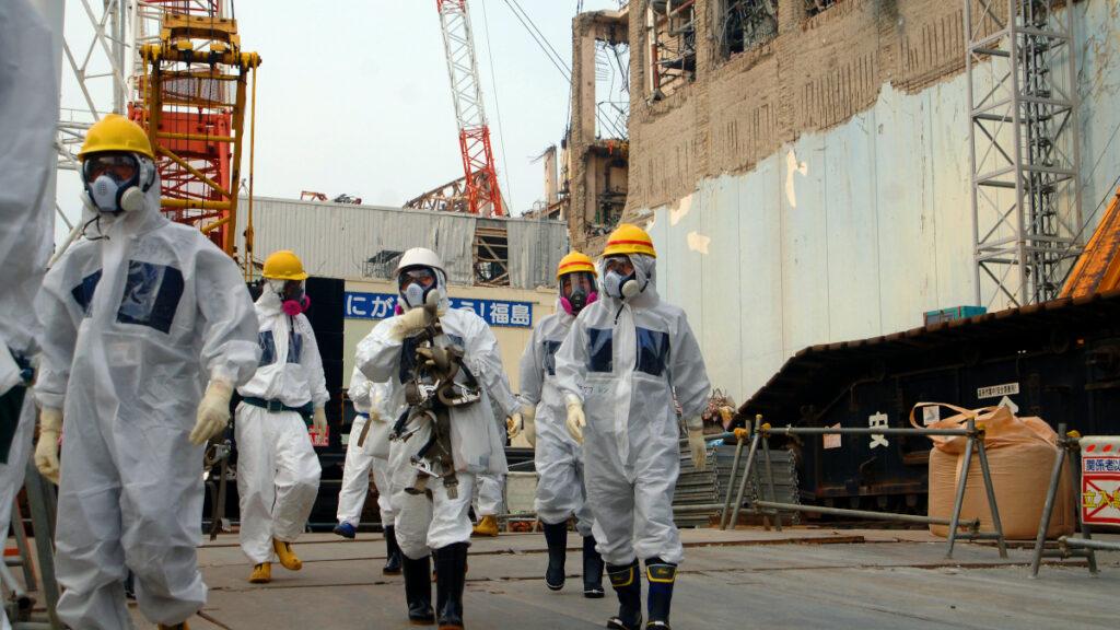 (FUKUSHIMA) Φουκουσίμα, Ιαπωνία / Πυρηνικό Εργοστάσιο παραγωγής ενέργειας - Πυρηνικό Ατύχημα 11/03/2011 - Έλεγχος από ειδικό συνεργείο της IAEA