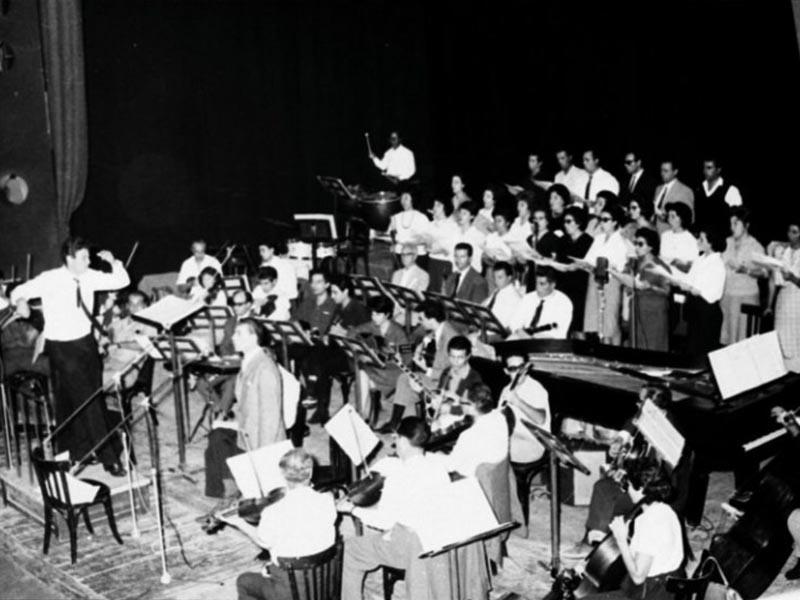 Πρεμιέρα του «Άξιον Εστί» στο Θέατρο Ρεξ της Αθήνας.