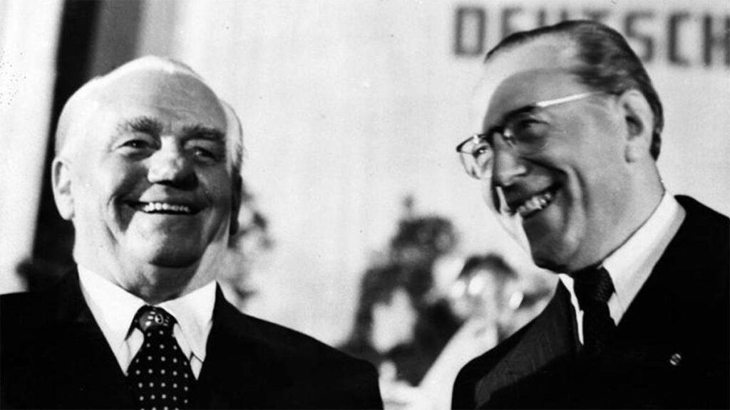 Ο Βίλχελμ Πίκ (αριστερά) με τον Ο. Γκρότεβολχ