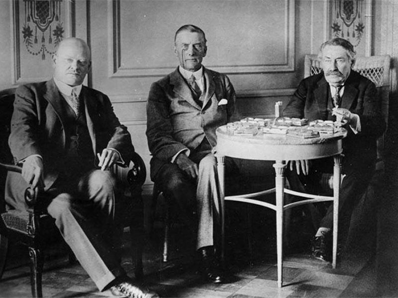 Οι υπουργοί Εξωτερικών της Γερμανίας, της Βρετανίας και της Γαλλίας κατά την διάρκεια της Συνόδου