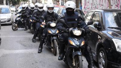 Η ομάδα ΔΡΑΣΗ της Αστυνομίας σε επιχείρηση ΚΑΤΑΣΤΟΛΗΣ στο κέντρο της Αθήνας