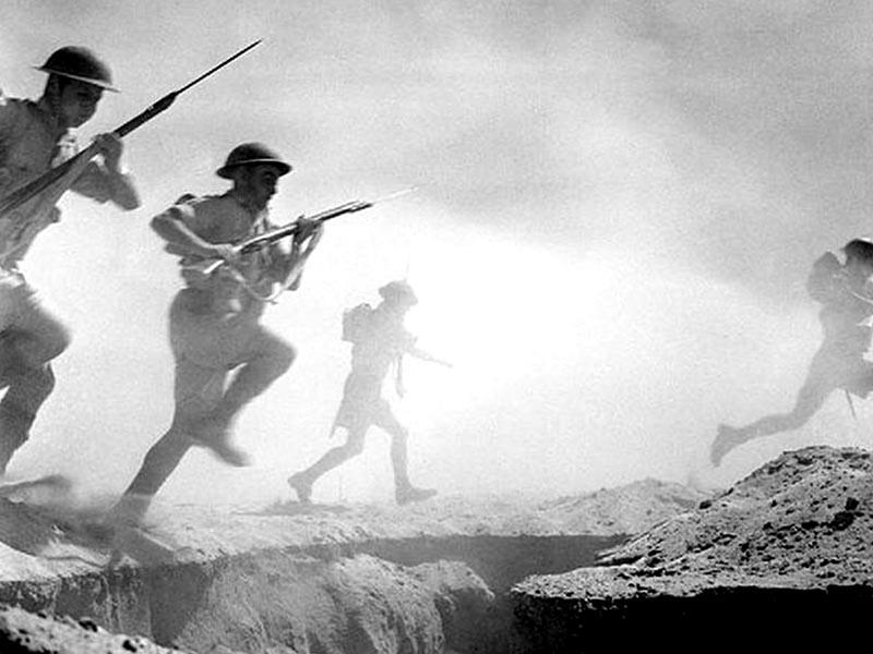 Στιγμιότυπο από τη δεύτερη μάχη του Ελ - Αλαμέιν το 1942