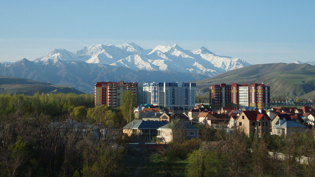 Η οροσειρά Τιέν Σαν από τη Μπισκέκ, Κιργιστάν