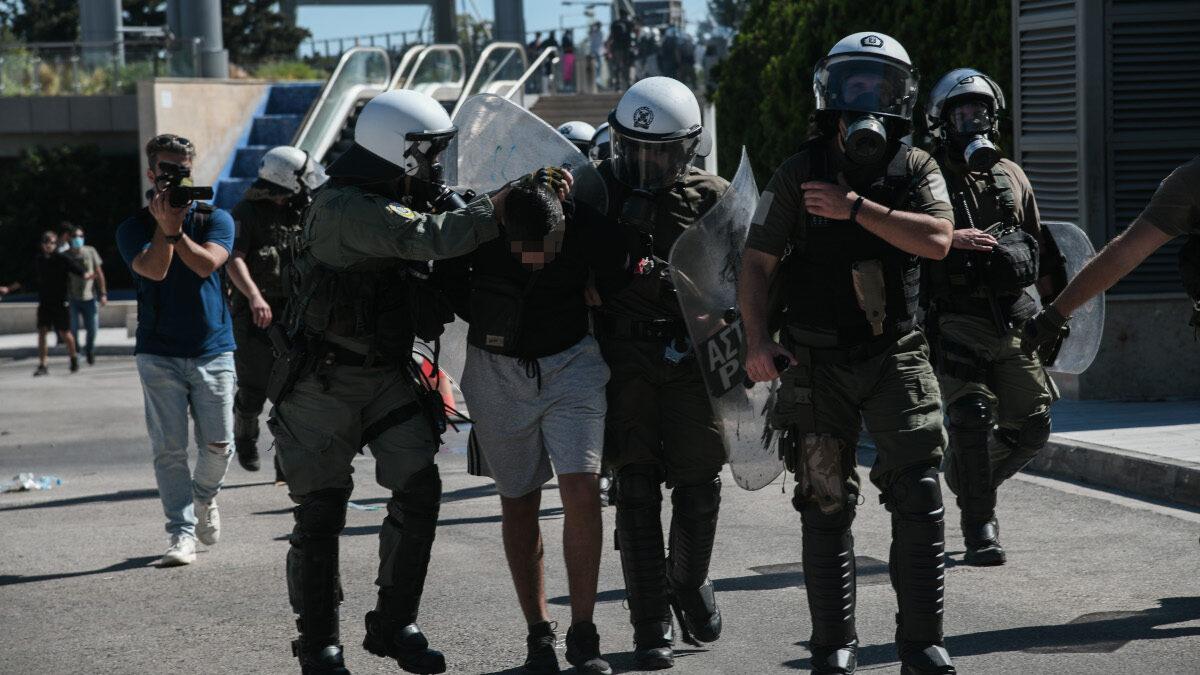 Επίθεση των ΜΑΤ σε ανήλικους μαθητές έξω από το Υπουργείο Παιδείας στις 9/10/2020