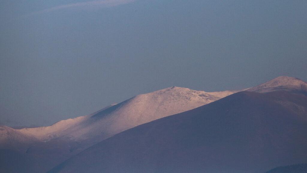 Το πρώτο χιόνι στις κορυφές του Ολύμπου όπως φαίνεται από τη Λάρισα 29/10/2020