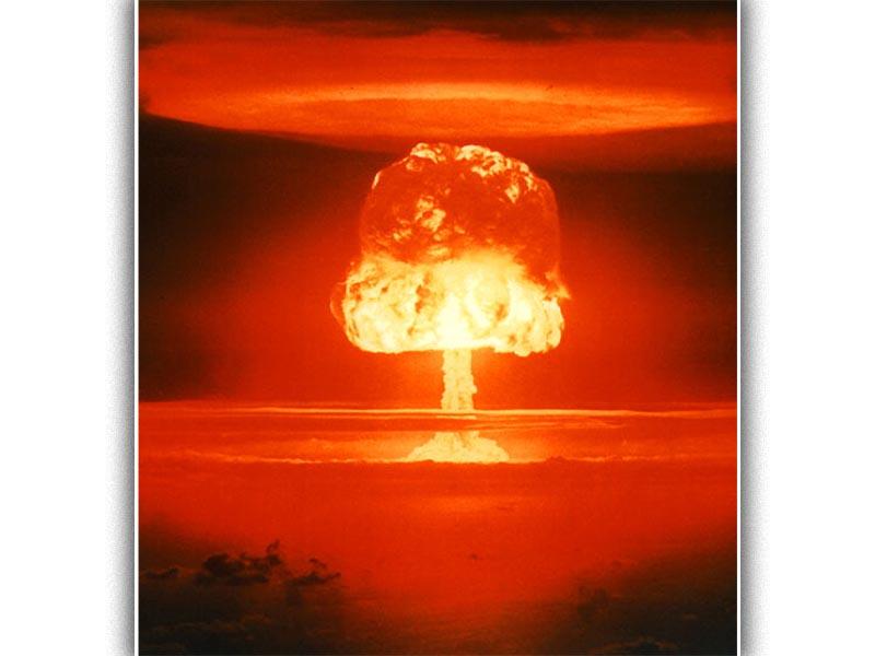 """Το """"μανιτάρι"""" μετά την έκρηξη της πρώτης βόμβας υδρογόνου στα νησιά Μάρσαλ του Ειρηνικού"""