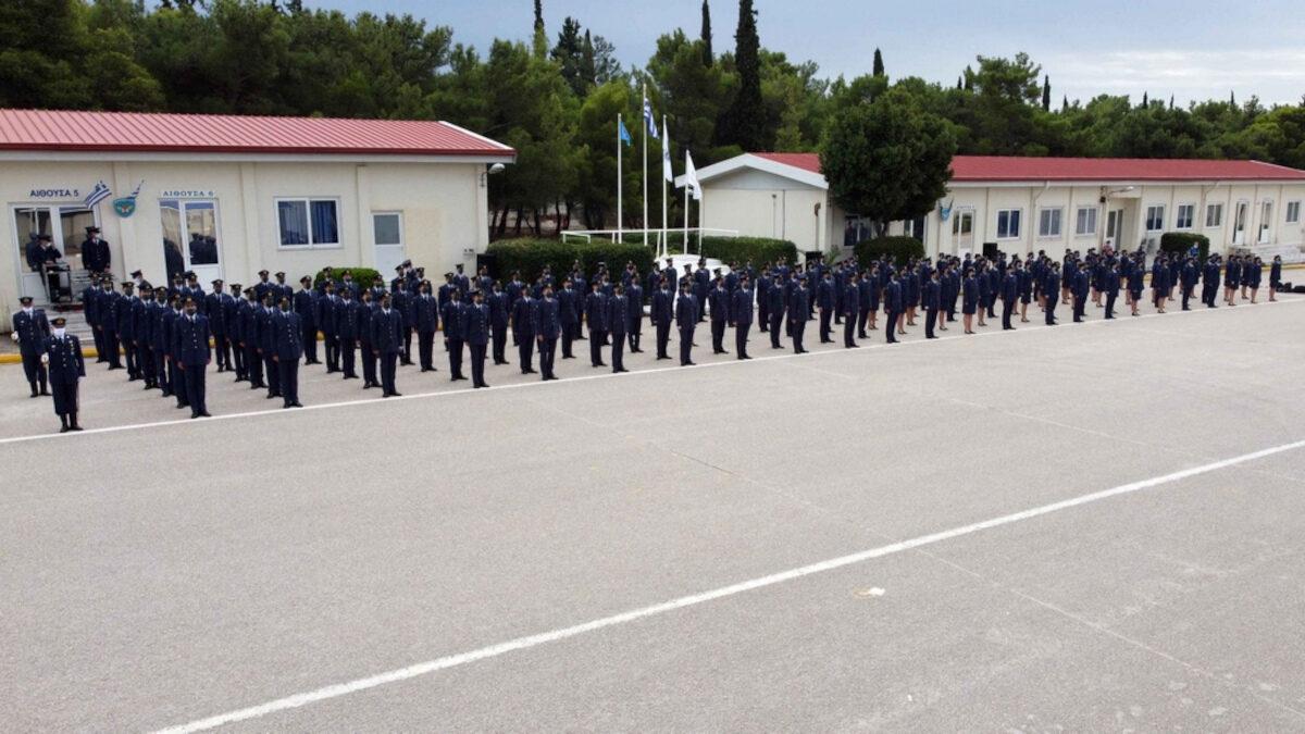 Ορκωμοσία των πρωτοετών Δοκίμων της 4ης Σειράς της Σχολής Μονίμων Υπαξιωματικών Αεροπορίας (ΣΜΥΑ), στην Αεροπορική Βάση Δεκέλειας, στο Τατόι.
