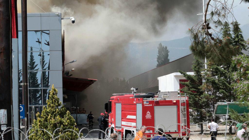 Πυρκαγιά στο εργοστάσιο μπαταριών της Sunlight, στο Όλβιο Ξάνθης την Τρίτη 1 Μαΐου 2018