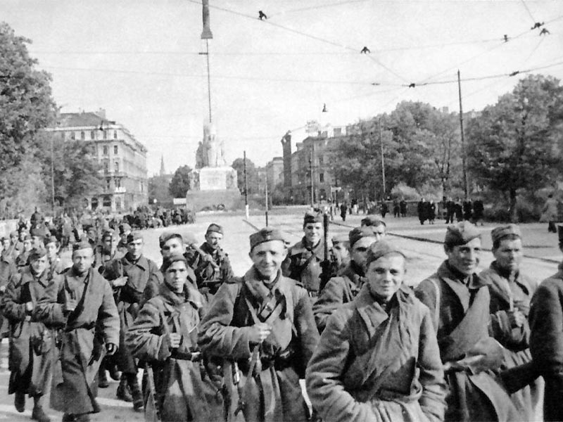 Άνδρες του Κόκκινου Στρατού στην Ρίγα