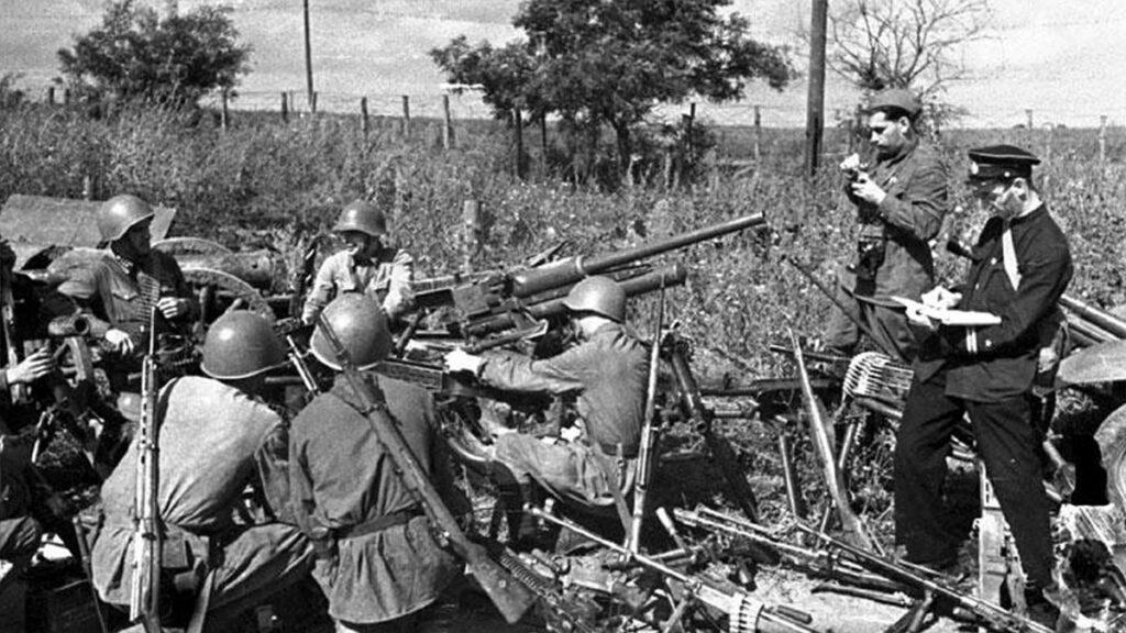 Ναύτες και στρατιώτες του Κόκκινου Στρατού στην Σεβαστούπολη