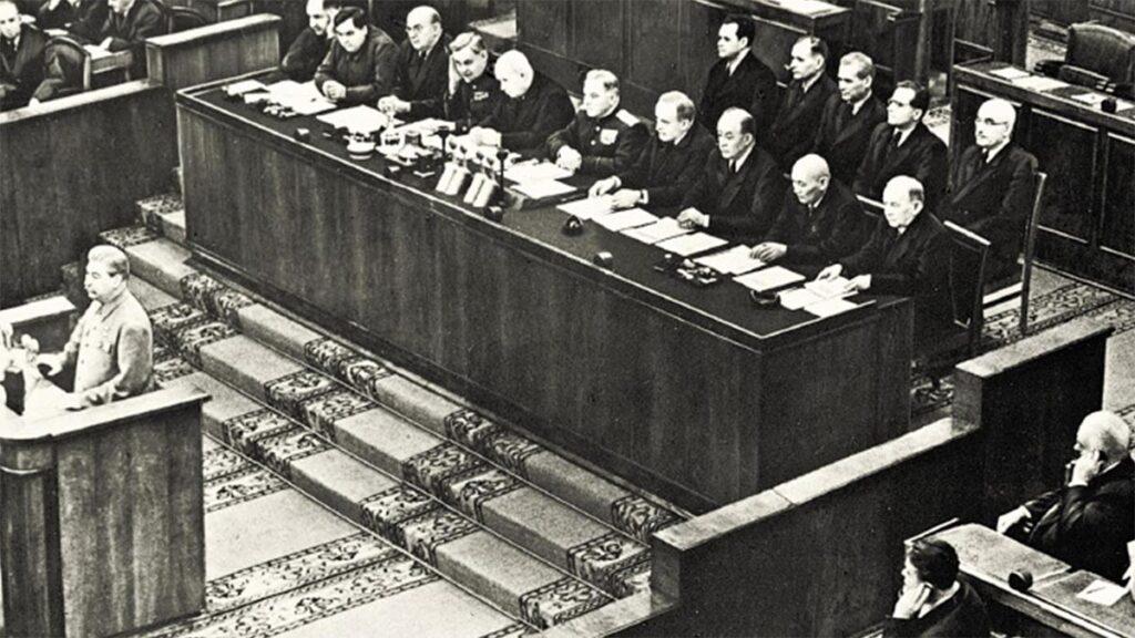 Ο Ι.Β. Στάλιν στο βήμα του Συνεδρίου