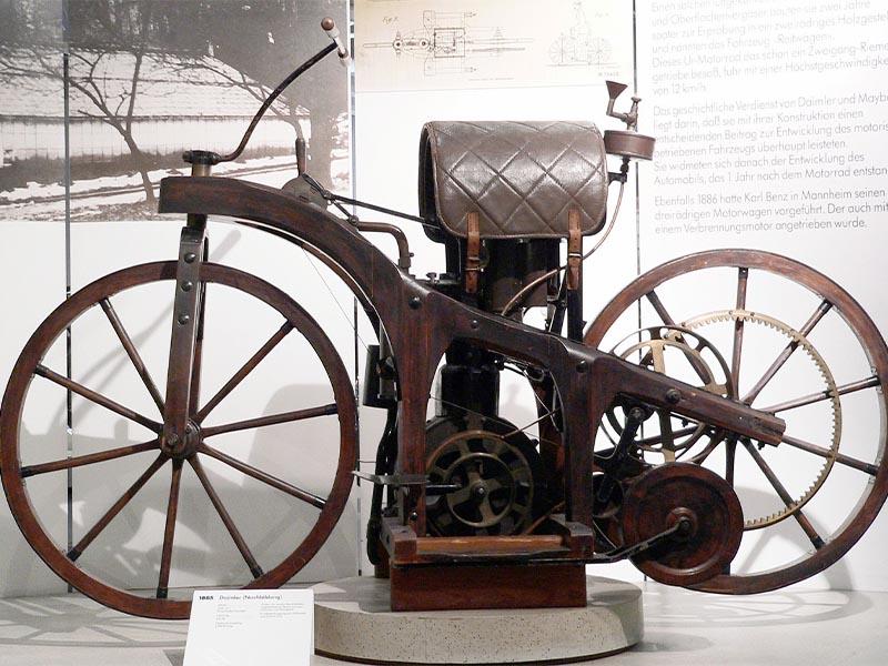 Ράιτβαγκεν-η πρώτη μοτοσικλέτα με μηχανή εσωτερικής καύσης (1885)