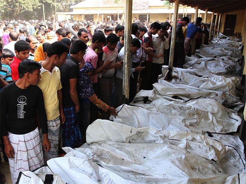 112 νεκροί εργάτες σε εργοστάσιο ενδυμάτων στη Ντάκα του Μπανγκλαντές το 2012