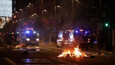 Επεισόδια κατά τη διάρκεια διαδηλώσεων στην Ισπανία ενάντια στα περιοριστικά μέτρα