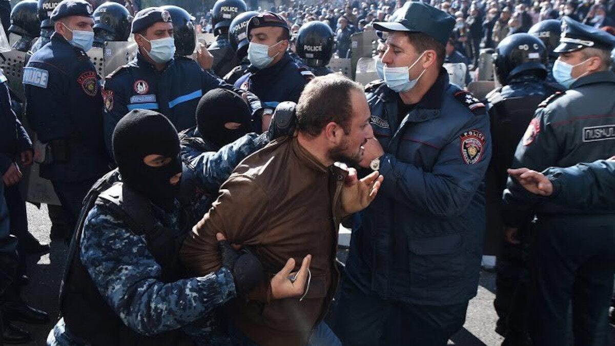 Αντικυβερνητικές διαδηλώσεις στην Αρμενία