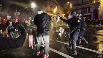 διαδηλώσεις στη Γαλλία ενάντια σε κατασταλτικό νόμο