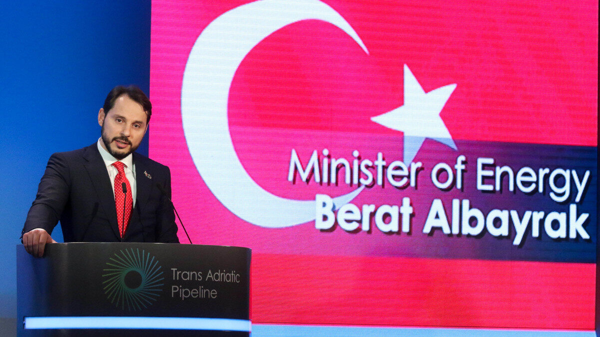 Ο Υπουργός Οικονομικών της Τουρκίας Μπεράτ Αλμπαϊράκ - Σε εκδήλωση στη Θεσσαλονίκη το 2016 για το αγωγό TAP, τότε ως Υπουργός Ενέργεια