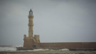 Κακοκαιρία - Άνεμοι - κύματα - Φάρος - Ενετικό λιμάνι Χανίων, Κρήτη
