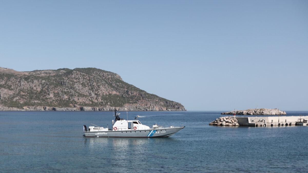 Πλωτό του Λιμενικού στο λιμάνι της Καρπάθου, Δωδεκάνησα