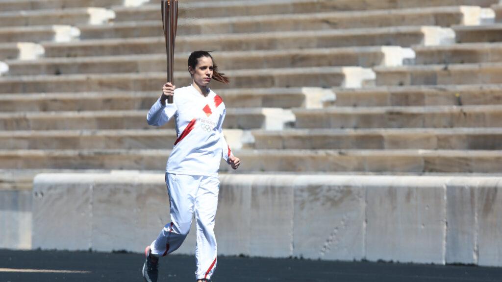 Κατερίνα Στεφανίδου λαμπαδηδρόμος στην τελετή παράδοσης της ολυμπιακής φλόγας στο Παναθηναϊκό Στάδιο για τους Ολυμπιακούς του 2020