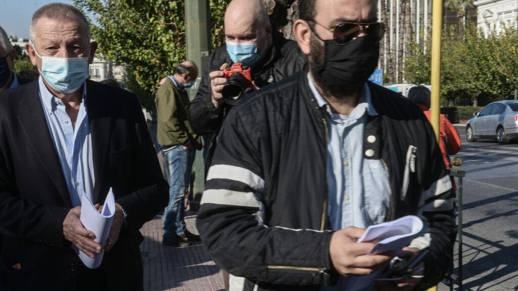 Διάβημα διαμαρτυρίας και επίδοση ψηφίσματος στην Βουλή, που υπογράφουν βουλευτές του ΣΥΡΙΖΑ, ΚΚΕ και ΜΕΡΑ 25 για την απαγορευση των συγκεντρώσεων για την επέτειο του Πολυτεχνείου την Δευτέρα 16 Νοεμβρίου 2020. (EUROKINISSI/ΤΑΤΙΑΝΑ ΜΠΟΛΑΡΗ)