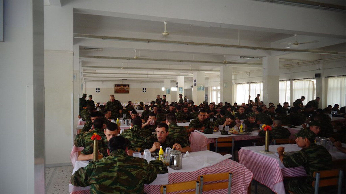 Στρατιώτες - φαντάροι - Τραπεζαρία του Κέντρου Εκπαίδευσης Πυροβολικού (ΚΕΠΒ), Θήβα