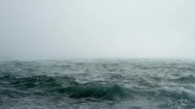Ανταριασμένη θάλασσα - Κύματα- Δυνατός Άνεμος