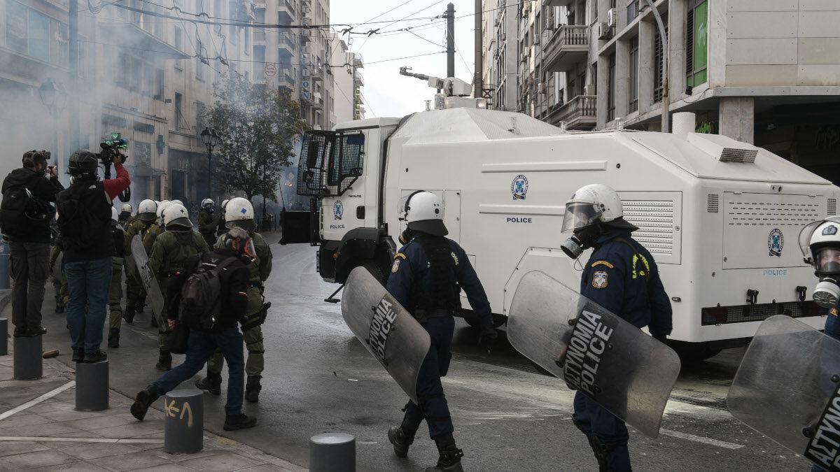 Καταστολή των αστυνομικών δυνάμεων στη συγκέντρωση του ΚΚΕ για το Πολυτεχνείο