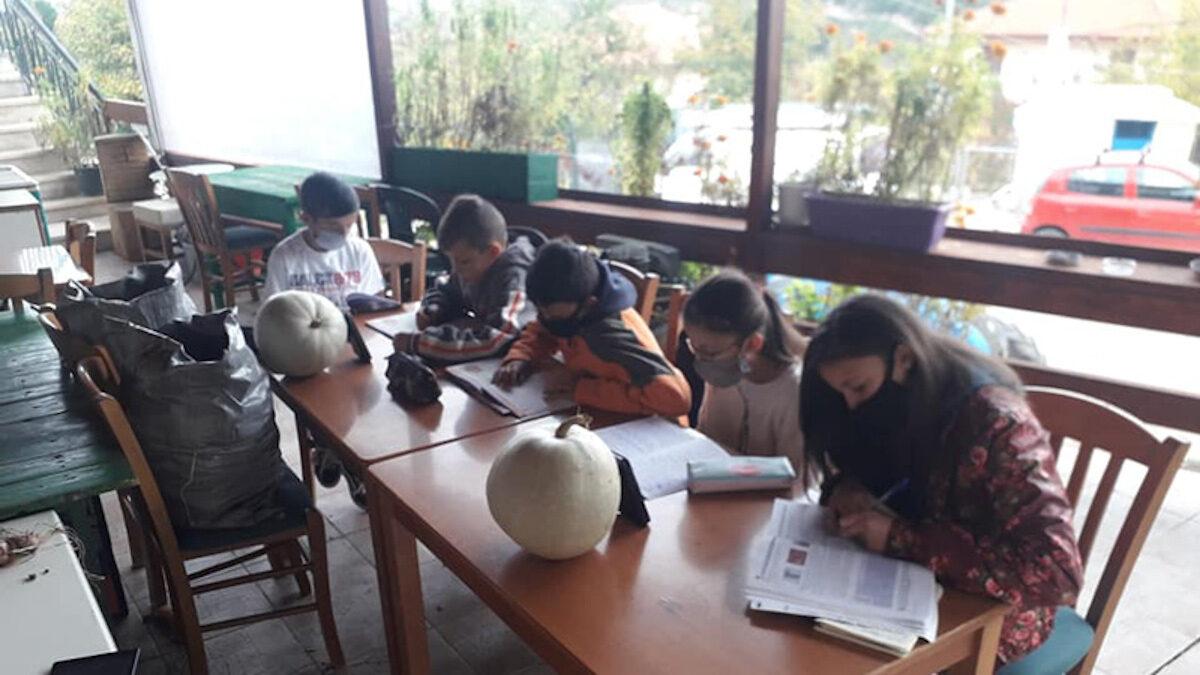 Πεύκη μαθητές καφενείο τηλεκπαίδευση