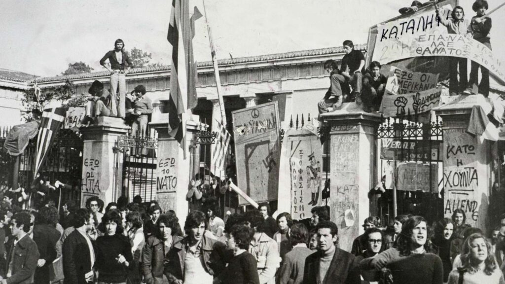 Η Πύλη του Πολυτεχνείου επί της Πατησίων στην εξέγερση του 1973