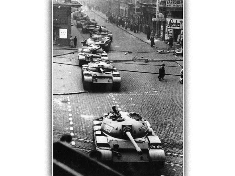Σοβιετικά άρματα στην Βουδαπέστη το 1956