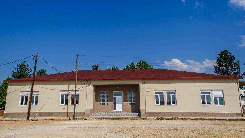 Στρατιωτικά οικήματα (υπο κατασκευή το 2018) στο στρατόπεδο «ΒΕΛΙΣΣΑΡΙΟΥ» στα Ιωάννινα. 3 στρατιωτικά οικήματα Αξιωματικών (ΣΟΑ), 4 οικήματα Μονίμων Υπαξιωματικών (ΣΟΜΥ) και 5 οικήματα Επαγγελματιών Οπλιτών (ΣΟΕΠΟΠ)