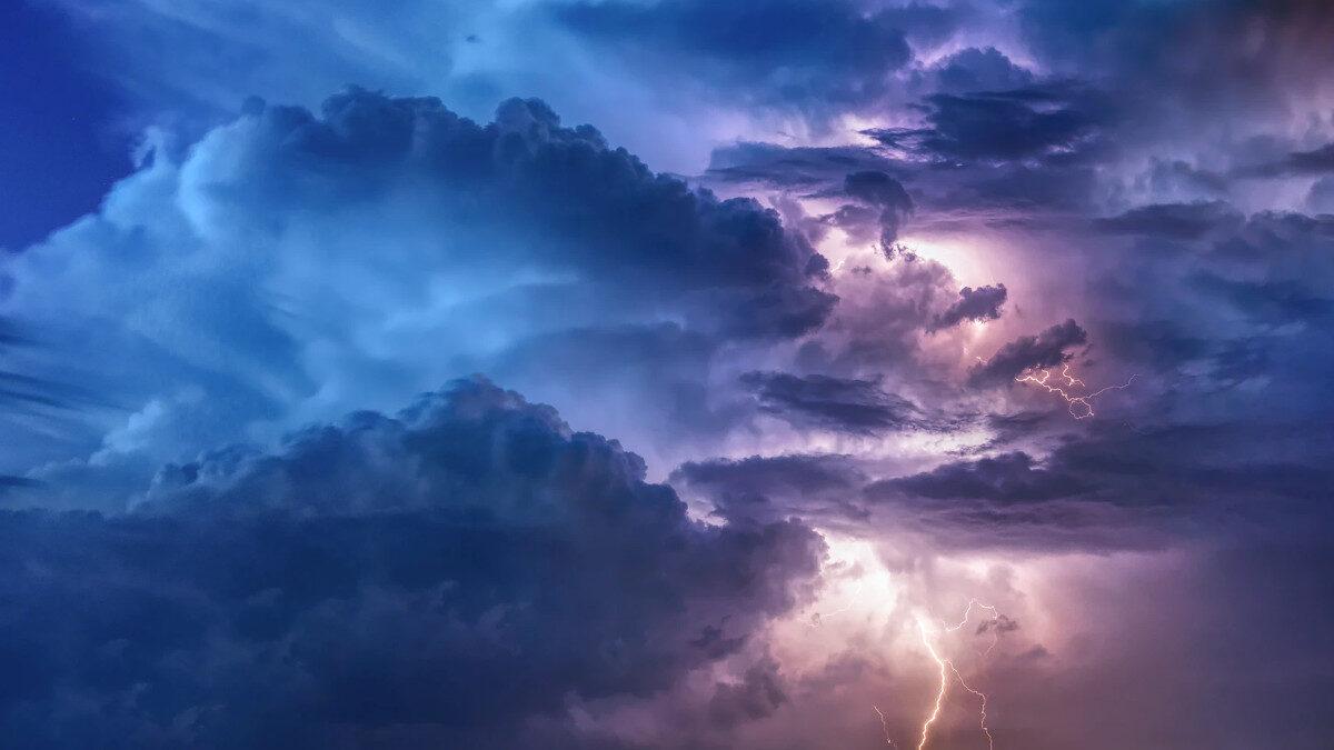 Καταιγίδα- Κεραυνοί - Σύννεφα