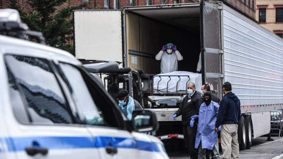 ΗΠΑ - Σοροί νεκρών από κορονοϊό σε φορτηγά - ψυγεία στη Νέα Υόρκη