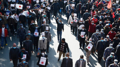 Διαμαρτυρίες στο Νεπάλ για τη διάλυση του κοινοβουλίου