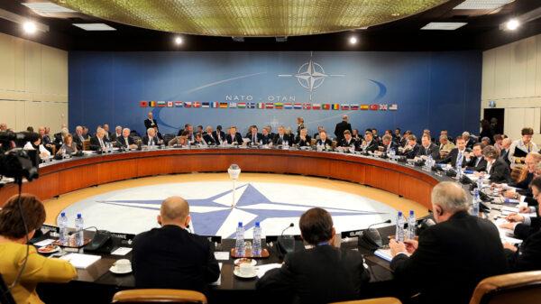 Σύνοδος Υπουργών Άμυνας κι Εξωτερικών του ΝΑΤΟ στις Βρυξέλλες το 2010